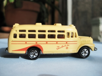 TOMICA ISUZU BONNET BUS RARE EDTION